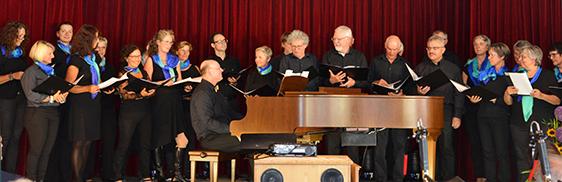 Das Zähringer Chörle aus Villingen gratulierte zur Überraschung mit Gesang.