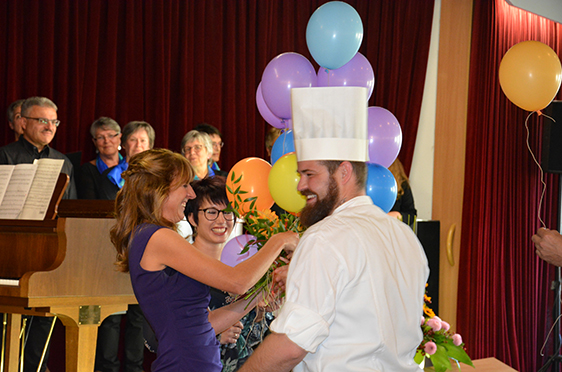 Die Jubiläumsfeier nahmen Mitarbeiterinnen und Mitarbeiter des Kurstifts zum Anlass, sich bei ihrer Chefin für die Arbeit der vergangenen Jahre zu bedanken.