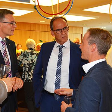Gesprächsrunde, von links: Marius Schulze Beiering (KWA Stiftsdirektor), Joachim Limberger (KWA Aufsichtsrat), Manfred Zwick (KWA Prokurist), Markus Spettel (Geschäftsführer der Kur- und Bäder GmbH Bad Dürrheim).