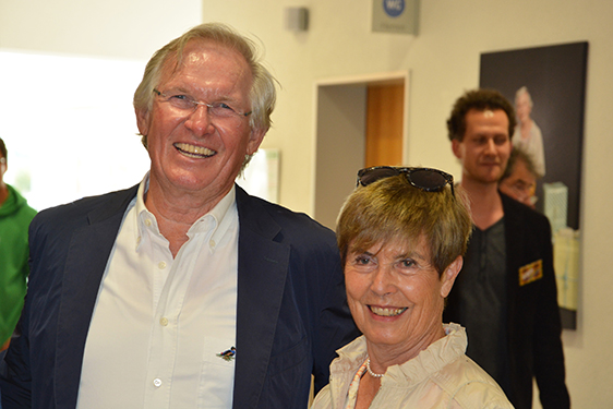 Unter den Gästen: Dr. Eike Buchmann mit Frau. Als Professor für Psychologie und Personalführung wirkte gut 20 Jahre an der Hochschule für Polizei, ist u. a. durch Publikationen und Vorträge bekannt.