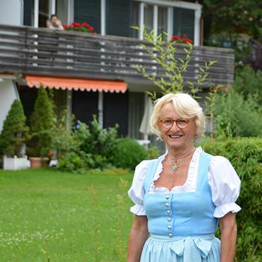 Margret Rosenmüller, die Leiterin von KWA Reisen, bei der Feier im Rupertihof zum 50sten Geburtstag von KWA Kuratorium Wohnen im Alter