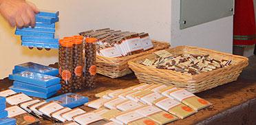 Was wird denn da bereitgelegt? Schokolade vom Feinsten, vom Ottobrunner Chocolatier Andreas Mohrs.