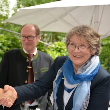 KWA Vorstände Dr. Stefan Arend und Horst Schmieder mit Dr. Getraud Burkert, Jubiläumsfeier im KWA Georg-Brauchle-Haus