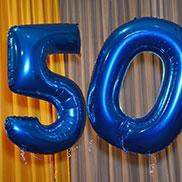 Der Grund der Feier, für alle gut sichtbar: KWA kann seinen 50. Geburtstag feiern.