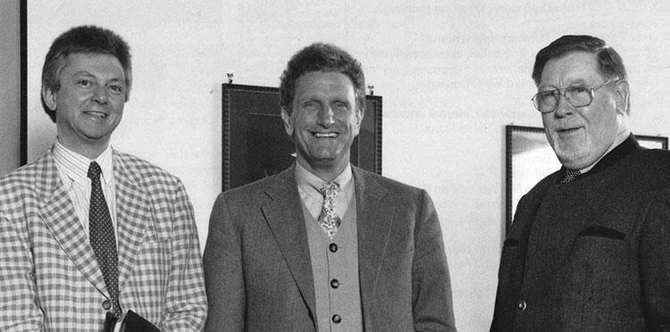 Dr. Werner Klughardt (links) und Dr. Helmut Braun übernahmen 1996 die Geschäftsführung von KWA; Hermann Beckmann wurde nach 30 Jahren in den Ruhestand verabschiedet