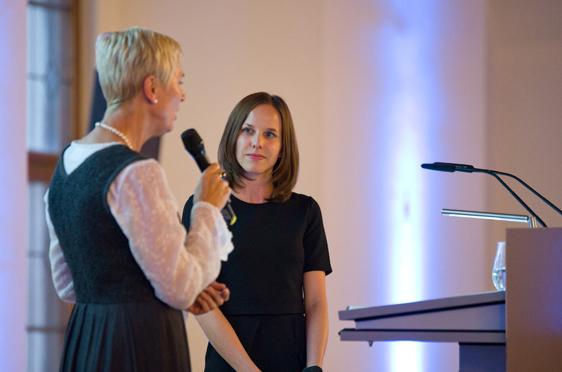 Die dienstälteste Stiftsdirektorin Gisela Hüttis (KWA Stift Brunneck) und die dienstjüngste Hausleiterin Verena Dietrich (KWA Georg-Brauchle-Haus)
