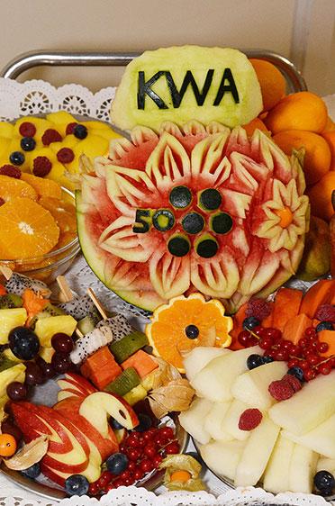 Ein wahres Kunstwerk - noch dazu sehr gesund - aus der Küche des KWA Hanns-Seidel-Hauses: 50 Jahre KWA.