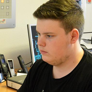 Die verantwortliche Pflegefachkraft hat Philipp beauftragt, eine Nachricht zu verfassen