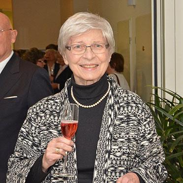 Und, schwupps, sind auch schon die ersten netten Gäste da, um im Hanns-Seidel-Haus das große KWA Jubiläum zu feiern.