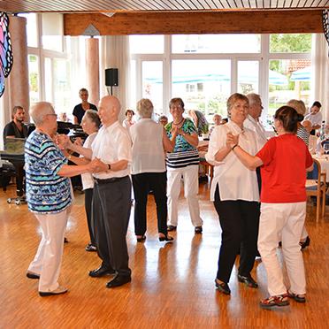 Die Tanzgruppe des Parkstifts unter der Leitung von Judith Steinbrenner