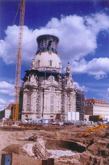 Südansicht mit Ruine Frauentor (3. September 2003)