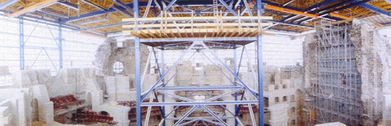 Blick vom Gerüst in den Innenraum (April 1999)