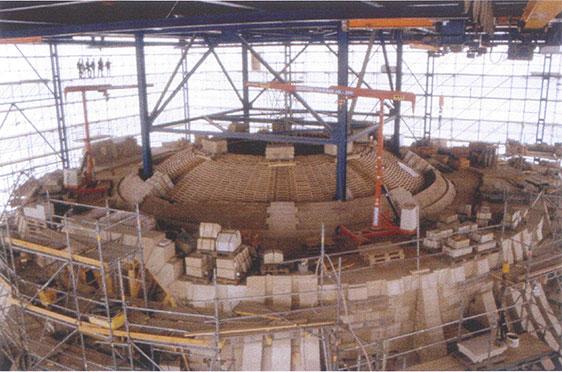 Lehrschalung für Innenkuppel, Mai 2001