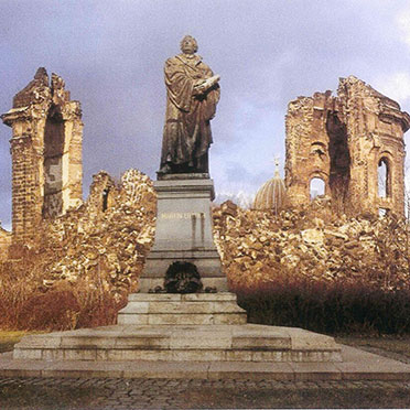 Ruine mit Lutherdenkmal