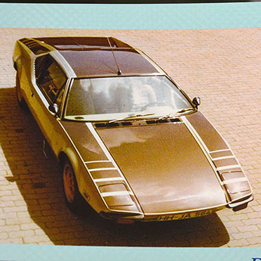 """Dieser De Tomaso """"Pantera"""" hätte sich auch in einem Bond-Film gut gemacht: Hinter der goldfarbenen Karosserie verbirgt sich ein 270 PS starker 6-Liter-Motor."""
