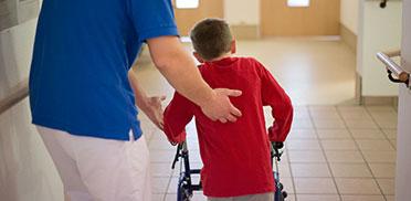 KWA Klinik Stift Rottal in Bad Griesbach, Neuroaktive Reflextherapie: Mit Motivation und Fleiß schafft David alles.