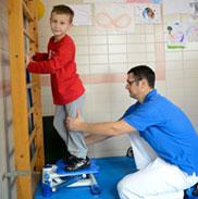 KWA Klinik Stift Rottal in Bad Griesbach, Neuroaktive Reflextherapie: Mit dem Stepper wird das Gangbild verbessert.