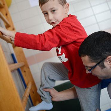 KWA Klinik Stift Rottal in Bad Griesbach, Neuroaktive Reflextherapie: Die Hüftbeugermuskeln werden gekräftigt, um noch bessere Qualität beim Gehen zu erreichen.
