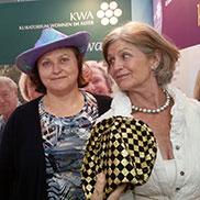 Die Qual der Wahl: Welcher Hut ist bloß schöner?