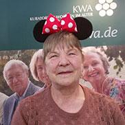 Einmal im Leben so strahlen wie Minnie Mouse - was ein Accessoire so alles bewirken kann.