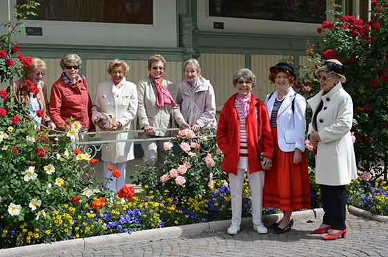 Gruppenbild mit Rosen – beim Stadtspaziergang in Meran
