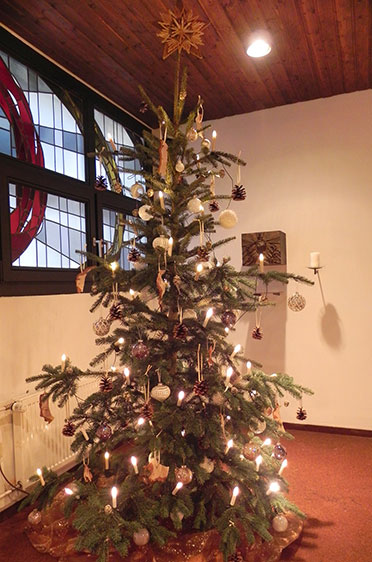 Christbaum im KWA Stift Brunneck in Ottobrunn