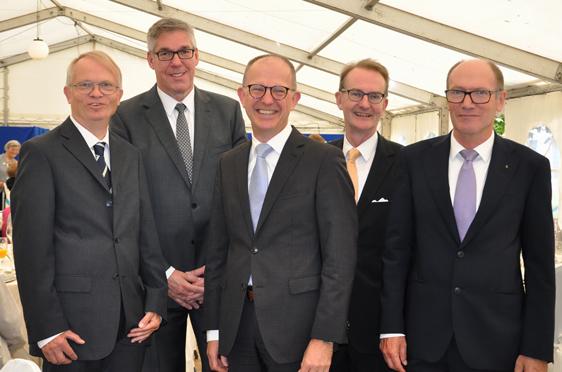 Von links: Dr. Peter Speckamp (Stiftsbeiratsvorsitz), Arnd-Werner Schug (Stiftsdirektor), Dr. Stefan Arend (KWA Vorstand), Prof. Dr. Ekkehart Meroth (Stv. KWA Aufsichtsratsvorsitzender), Horst Schmieder (KWA Vorstand)