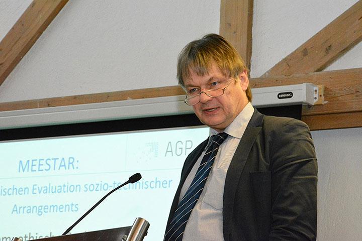 Prof. Dr. Thomas Klie, Gerontologe und Professor für öffentliches Recht und Verwaltungswissenschaft an der Evangelischen Hochschule Freiburg