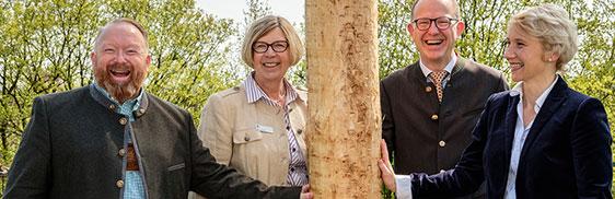 von links: Stiftsdirektor Peter Wendt, KWA Marketingleiterin Karin Ihringer, KWA Vorstand Dr. Stefan Arend, Elke Wendt