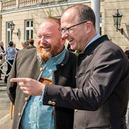 Stiftsdirektor Peter Wendt und KWA Vorstand Dr. Stefan Arend (rechts)