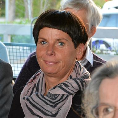 Gast Barbara Mallmann - genau wie die KWA Stiftsdirektorinnen Gisela Hüttis und Ursula Cieslar berät sie ehrenamtlich in einer Pflegesprechstunde in Ottobrunn