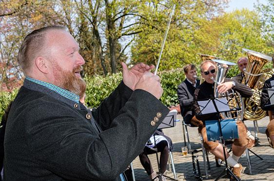 Stiftsdirektor Peter Wendt durfte ein Musikstück dirigieren