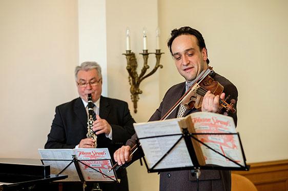 Musiker des Pannonia Kurensembles unter der Leitung von Gyoergy Kovacs
