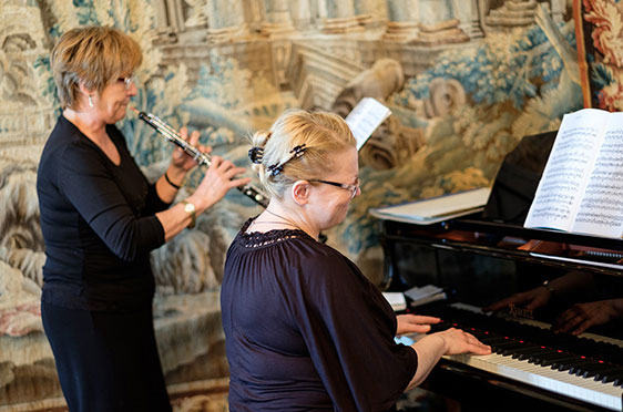 Musiker des Pannonia Kurensembles unter der Leitung von Gyoergy Kovacs unterhielten Bewohner und Gäste des Caroline Oetker Stifts in Bielefeld anlässlich des Jubiläums 50 Jahre KWA