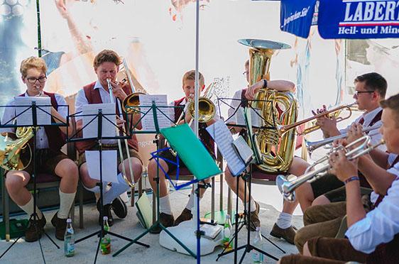 Die Ulrichsbläser Büchlberg unter der Leitung von Josef Maderer begleiteten das Richtfest musikalisch.