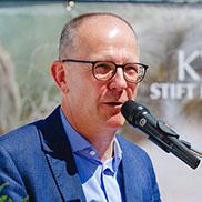"""Für KWA Vorstand Dr. Stefan Arend ist die Klinikerweiterung """"ein Bekenntnis zur Weiterentwicklung der medizinischen Versorgung""""."""