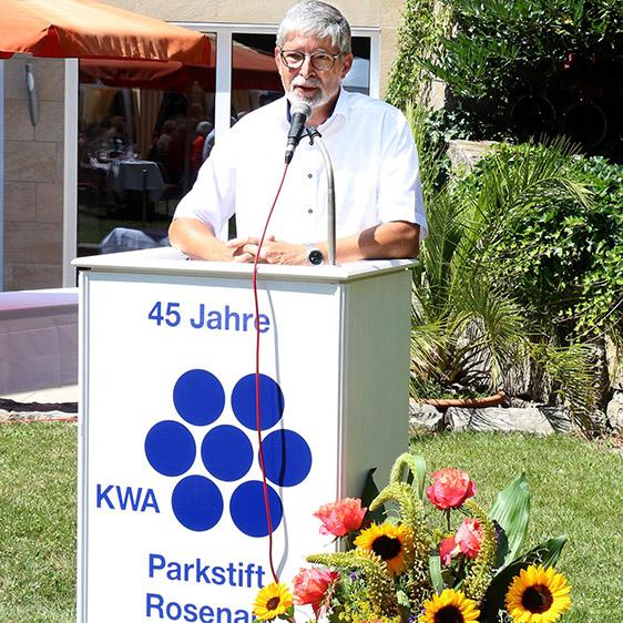 Stiftsdirektor Herbert Schlecht richtet sein Grußwort an die Gäste.