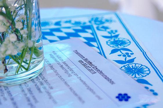 Das Programm des Richtfestes. Stilvoll in Weißblau.