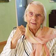 Eine langjährige Bewohnerin im KWA Parkstift Rosenau, die sich als Stiftsbeiratsvorsitzende engagierte.