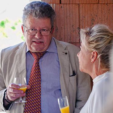 Chefarzt Dr. Radu Crisan im angeregten Gespräch.
