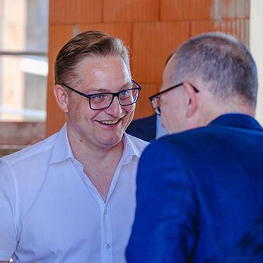 KWA Vorstand Dr. Stefan Arend diskutierte angeregt.