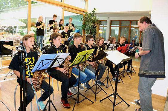 Die Schülerjazzband des Heinrich-Suso-Gymnasiums Konstanz präsentiert flotten Jazz.