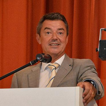 Am Rednerpult: Bürgermeister Volker Kieber.