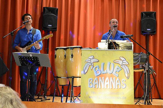 """Diese  beiden lieferten die Musik zum Tanz: Gerd und Hugo - the """"Blue Bananas""""."""