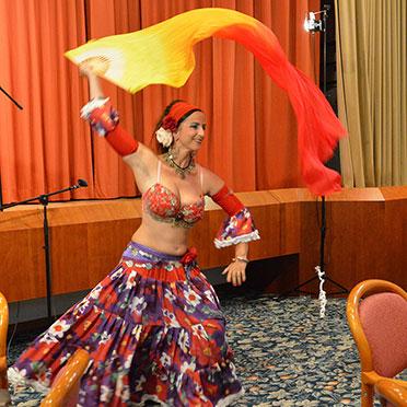 Noch einmal begeistert Tänzerin Mirjam das Publikum.