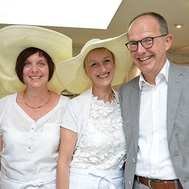 Stiftsmitarbeiterinnen mit KWA Vorstand Dr. Stefan Arend.